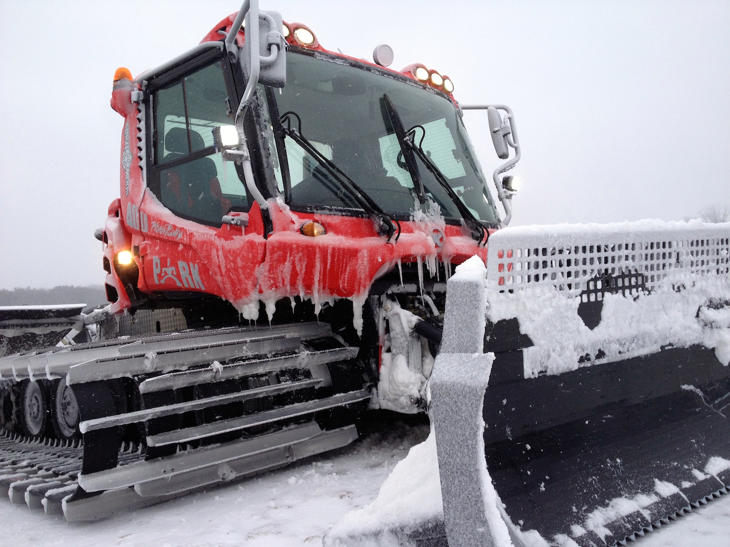 Snow-Trails-Pisten-Bully-Snow-Cat-Grooming-Machine_