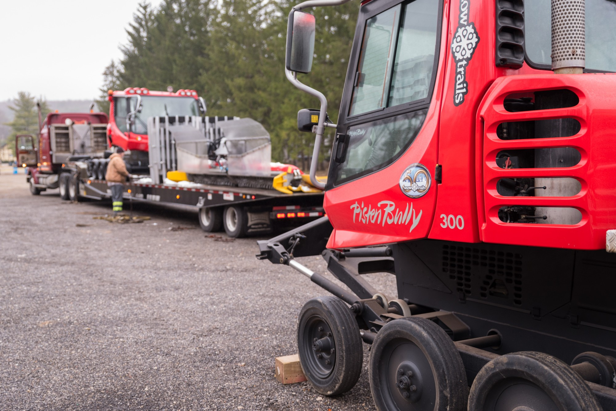 Pisten Bully 300 Snow Cat departs Snow Trails