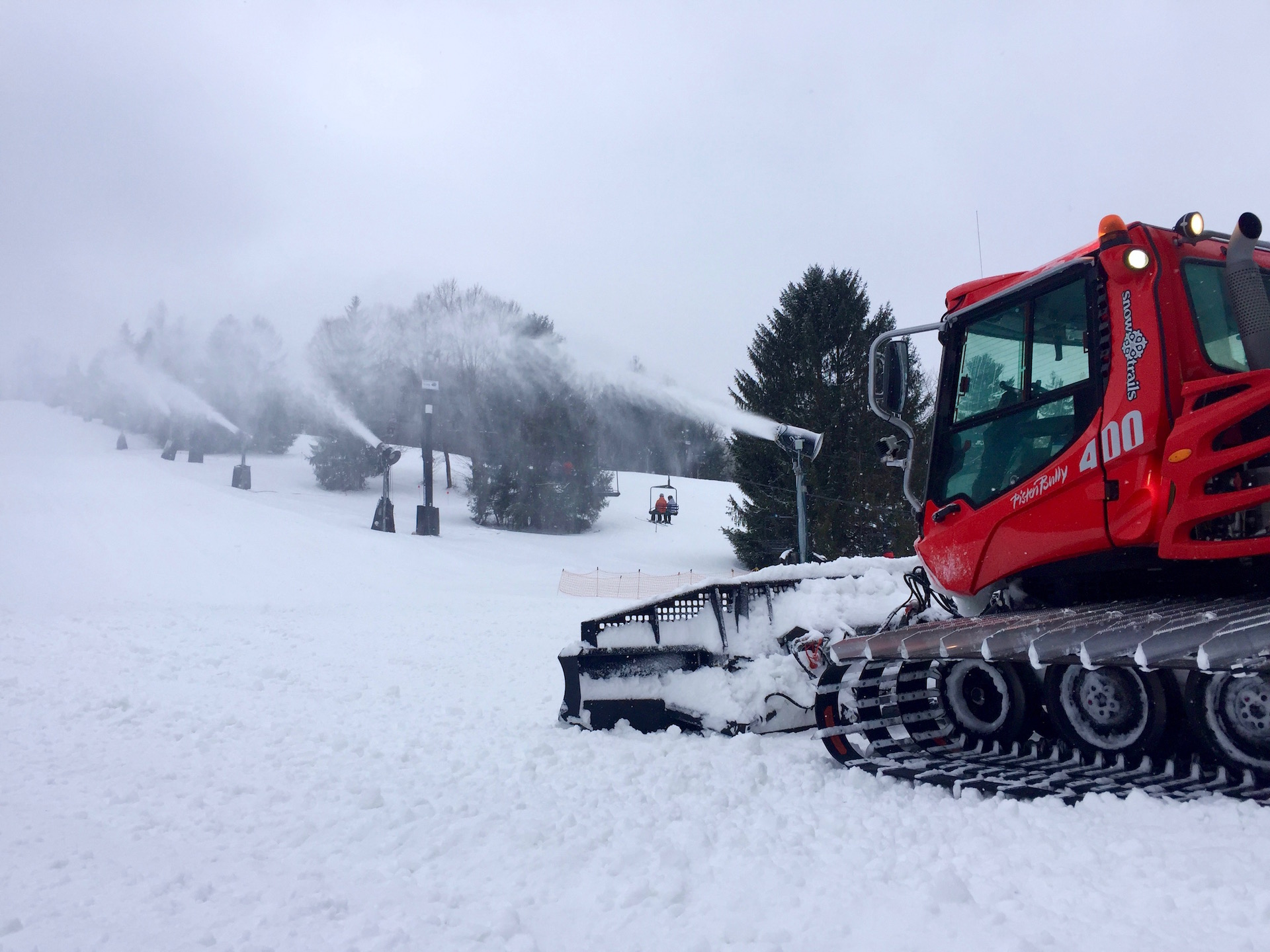 Snow-Trails-Snowmaking-Grooming_Pisten-Bully-400